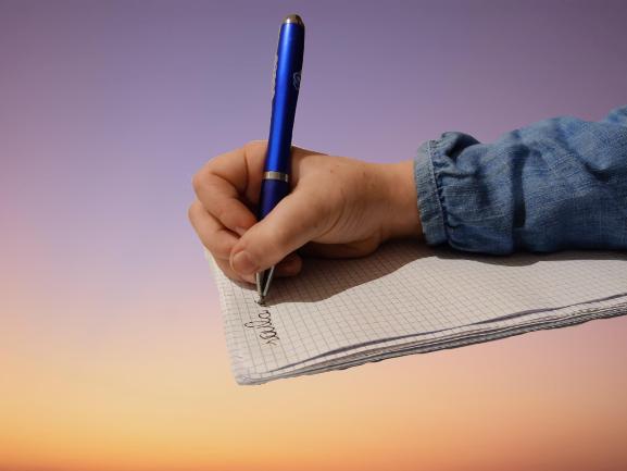 scrittura-manuale-o-digitale-cosa-perdono-le-nuove-generazioni