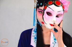 donna; maschera; teatro;